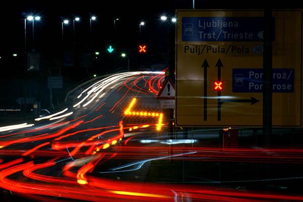 Sistem za povečanje pretočnosti prometa na hitri cesti H5 v priključku Slavček